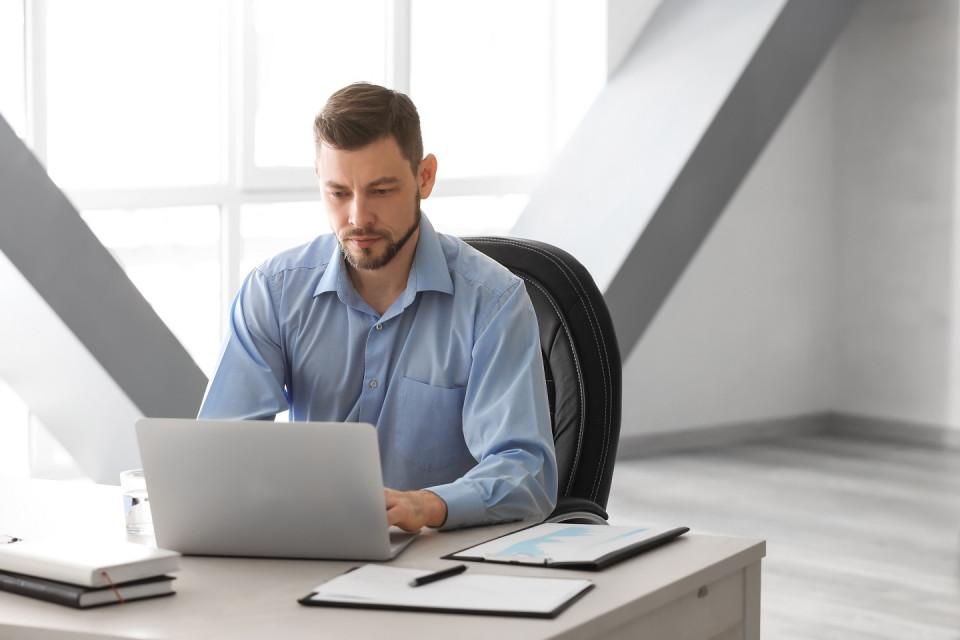 So verwalten Sie mehrere Projekte gleichzeitig und drehen nicht durch: Spezifische Tipps und Werkzeu